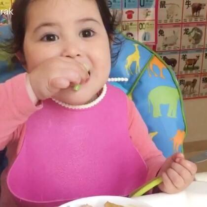 今天蒸的鸡蛋是让我最满意的,昨天没有吃完的水煮鱼我又加了些蔬菜乱炖了,没想到味道比昨天更好😄阿爸不爱吃,只有我们娘儿仨享受中餐了