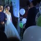 一哥们婚礼上居然唱《丑八怪》😂😂😂#搞笑##音乐#