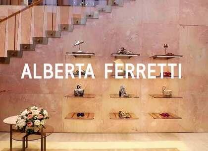 和女神刘涛一起进入七彩的Alberta Ferretti世界,女神刘涛与Alberta Ferretti的奇妙故事尽在这里喽。一周的心情颜色还对应在衣服上哦,看了会有一周的好心情~