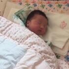 #宝宝#睡不着就翻了翻哈哈.这是金老板出生两天的视频.还在医院的时候.!哇好丑