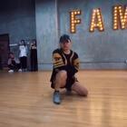 大师集结Vol.3-张建鹏老师Jazz大师课!鹏妈课堂Solo视频,两支舞蹈音乐分别为:《Let Me In》-H.E.R;《Lemon》-H.E.R.D/Rihanna,感谢鹏妈@TI-张建鹏Lion 的授课,也感谢大家每一位到场的Dancer#爵士舞#