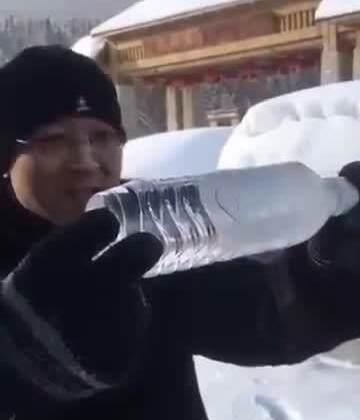 这下知道北方有多冷了吧~#节操吧#更多精彩请关注新浪微博: http://weibo.com/p/1005055658711731