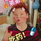 今天我的弟弟做了一个妈妈,而我是宝宝,感冒了。。。#宝宝感冒了##搞笑##歪果仁#