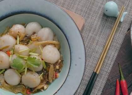 冬至,北方人吃饺子,南方人吃汤圆!但把汤圆当做菜来炒,你真的试过了吗?#冬至##美食##汤圆#