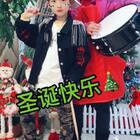 #♫c哩c哩##美拍陪你过圣诞##精选#哈哈,原来🥁鼓棒还可以这么敲😂Eric现在每次练完架子鼓喜欢拿个棒子听U乐国际娱乐乱跳一通,今天带着奶奶一起给美拍朋友们送上圣诞祝福😘祝朋友们圣诞快乐😘