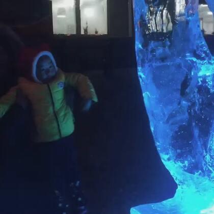 #我要上热门##哈尔滨冰雪大世界#我美丽的哈工大,美丽的冰雪王国!