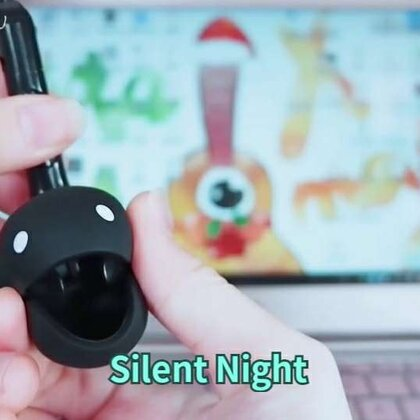 #拇指琴##otamatone##圣诞节# 用音有一丢不准也懒得调的拇指琴(卡林巴)弹一段儿Single Dog…emmm…Jingle Bells,然后…由本Pillow最喜欢的电音小蝌蚪带来Silent Night (۶ᐛ )۶