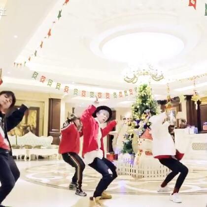 桂蕾老师的最新编舞来啦 ! @Witic的练习日记。 用这支编舞给大家说句圣诞快乐哦 !一起来过圣诞节! #舞蹈##嘉禾舞社#