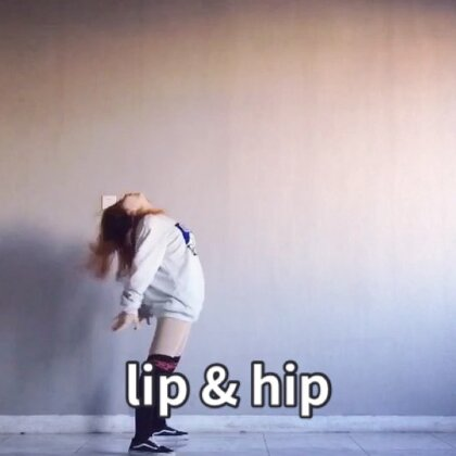 音乐#lip & hip#最近超级火超级性感的#舞蹈#真是炒鸡爱小野马哈哈哈哈哈 本来要撸一个团队版 但是无奈风太大了 穿个宽松的衣服先来一个~ 谢谢大家喜欢??#敏雅音乐#