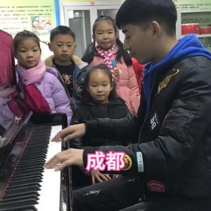 孩子们歌唱我弹琴伴奏《成都》