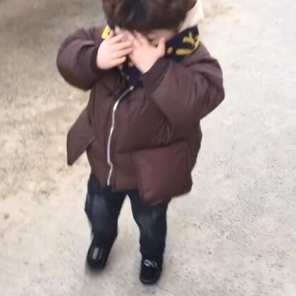 #宝宝#上学的路上,我说给你照个相他害羞的捂着脸不给拍