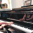 把昨天那个史上最短直播里喜喜自创的旋律发给了老师,祝老两口圣诞快乐。没想到不多久就收到他们的回礼,师公为喜喜即兴了一小段。意料外的圣诞礼物,有这样的老师太幸福。#音乐##钢琴#