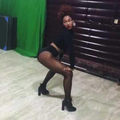 与奥斯卡的天使的高跟鞋实践。 性感的舞蹈。Music: Flesh by Miguel #舞蹈##音乐##droscar#