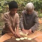 今天和奶奶做番薯饼#美食#