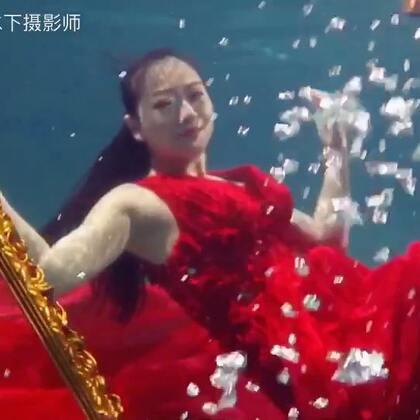 说到远,这小姐姐才远哦,前天澳洲飞回天津,马上天津飞福州来拍摄👍👍👍#水下摄影##水下写真##福建水下摄影#