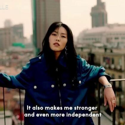 #ELLEChina30周年#爱笑,爱吃甜食,水瓶座,偶尔有一点小纠结,但一点也不飘忽,这是@刘雯 。1988,是我们之间的缘分,也是我们心照不宣的默契。ELLE China创刊30周年之际,#刘雯#与我们共同创作了特别版视频,来自1988的答案,我们听她怎么说。