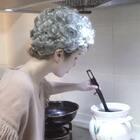 归心似箭的女儿回到家以为妈妈给自己做的饭!结果尴尬了