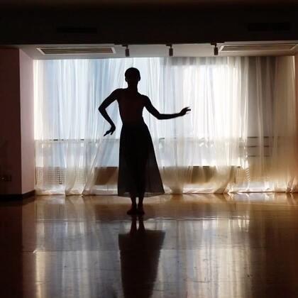 20171230第一次尝试剪影~#舞蹈##十万支创意舞##冰菊物语#@S·Power舞蹈