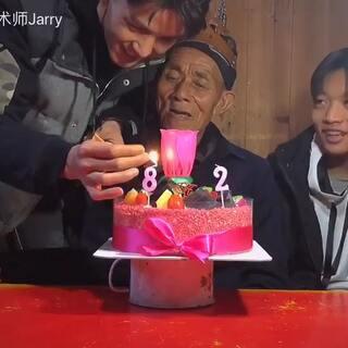 老爷子,你这么帅,活该长命百岁,健康平安……也祝大家新年快乐,偶尔想想我……🙄