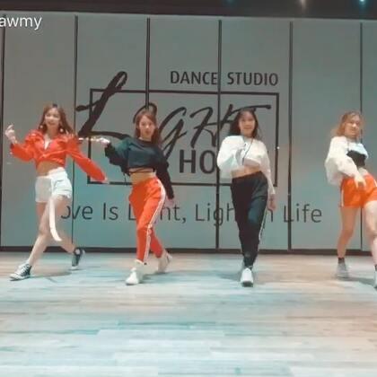 #泫雅-LipHip#跟我们LightHouse长腿小美女队员们一起拍的喜欢大家喜欢哟❤️#舞蹈##我要上热门@美拍小助手#