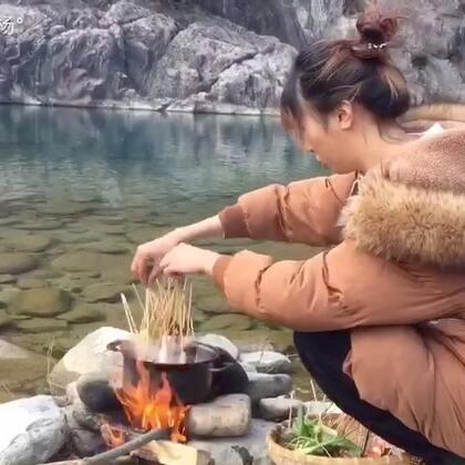 #美食##乡间美食##我要上热门#一切话语尽在自制麻辣串串香锅里,少说话多吃点😌