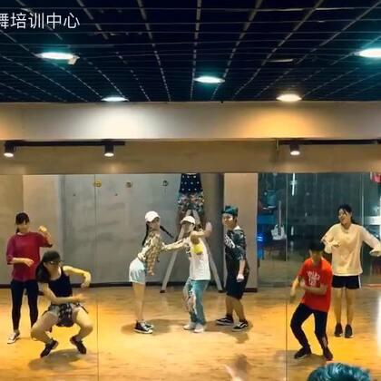 今天给大家带来的是一只k-pop#舞蹈##that girl# 电脑剪辑的时候还好好的,一弄手机上舞蹈跟U乐国际娱乐就有点错拍了,最近太忙了,就酱吧!#我要上热门@美拍小助手#