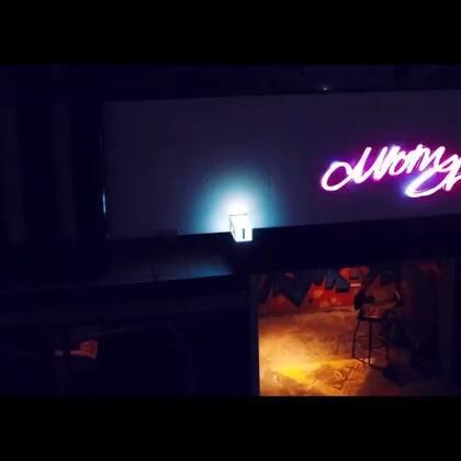 新作品:Momchaos酒吧party视频