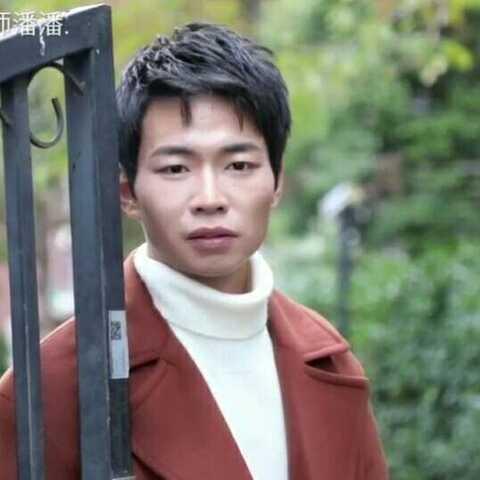 【化妆师潘潘.美拍】【虽然他是个【快递小哥】,但他...