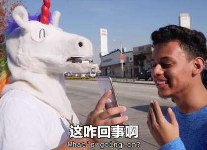中国刷剧绝配小零食吓坏老外。来,啃完这根鸭脖,再吃我一记九阴鸡骨爪~#海外##搞笑##热门#