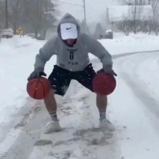 下雨天打球我尝试过!下雪天是一种怎样的体验?#nba##篮球#
