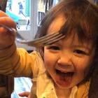 吃,块蛋糕的内心戏😂#宝宝##程程在uk##程程的衣橱#