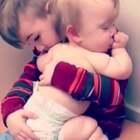 #宝宝#心都化了!有爱的小哥哥宠溺的哄着小妹妹,好想一起抱走,萌萌哒的暴击😂@美拍小助手 喜欢请点赞+转发 更多精彩请关注微博:一起看MV
