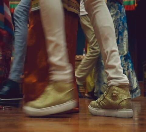 【卡瓦尔扎顿U乐国际娱乐圈美拍】གཙམ་གི་ཁུ་བྱུག་...