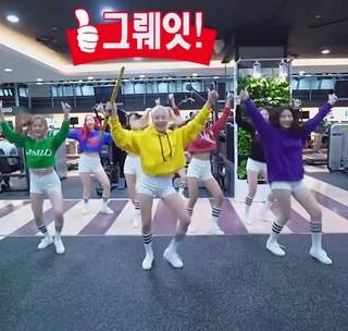 #MOMOLAND - BBoom BBoom# 看样子要火了,这个元气满满😲😲快点一起BBoom BBoom吧,看看这个妹纸翻跳的多努力呀https://www.meipai.com/media/932263437 💘💘💘#舞蹈##敏雅韩舞专攻班# 公众号:MinyaCola