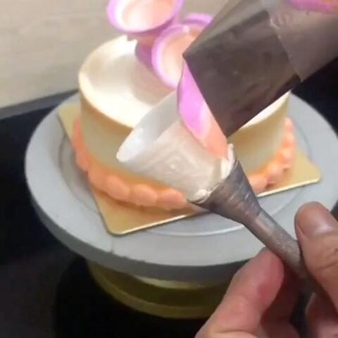 【爱蛋糕的疯子美拍】#美食##蛋糕##裱花教程#喜欢的宝...