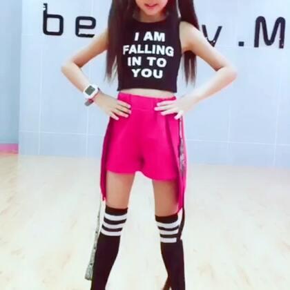 🌈🍬🍬可爱的韩舞送给大家,㊗️大家周末愉快哦😘😘美拍最新的魔法涂鸦是不是超好看呢?#十万支创意舞##精选##舞蹈#@美拍小助手