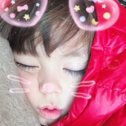 #宝宝##混血宝宝##荷兰混血小小志&柒#志宝睡着了,太爷爷默默的过来无声的指着小志在指自己,意思志宝是他的,我调笑的说是是是