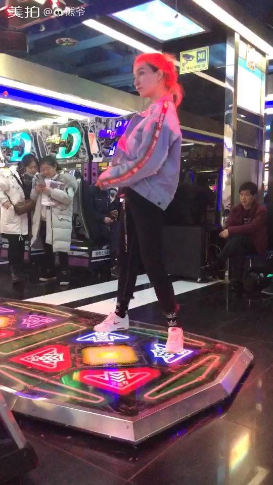 #跳舞机##热门##e舞成名# 哇塞,真的好久没有更跳舞机了,好不容易录了首歌,动作跟音乐还有延迟!