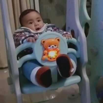 #宝宝#宝宝乐园~~粑粑把滑滑梯秋千安装好了!👏👏👏欢迎宝宝都来玩耍!