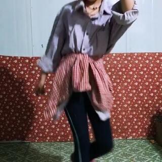 #zeng zeng zeng#@wode随手拍🏡🔆🍀🍒🍁 #美拍助手,我要上热门# 妹妹跳俄舞🔥