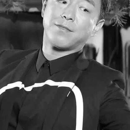 """#黄渤##明星##精选#既有绅士魅力,又不改幽默本色。靠着好演技与高情商,""""影帝""""黄渤可是成功地治愈了一大部分人的""""颜控""""哟~"""