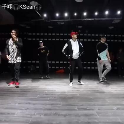 這次日本dancehall 大師Sayaka,只能說蠻爽的,一直扭,但是我就是通通把他跳成hiphop😂😂😂😂#我要上热门##sayaka##dancehall##swag#