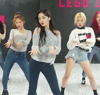 #MOMOLAND - BBoom BBoom# Moving Dance Practice 这个版本可以看清颜值哦,我把这个版本叫眼神版😍😍#舞蹈##敏雅韩舞专攻班# 公众号:MinyaCola