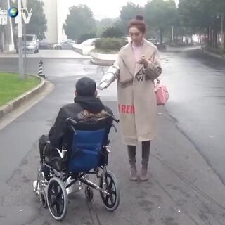 轮椅搭讪接吻正妹#街头实验##5分钟美拍##我要上热门@美拍小助手#