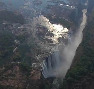 #走着瞧#世界最高游泳池,下面就是万丈深渊,稍有不慎就可能被冲下瀑布