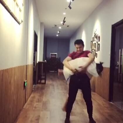 #抱抱跳挑战##运动#哈哈哈笑死我了😂😂😂😂😂