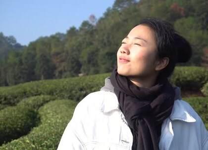 这天,我徒步几公里攀爬到白云寺,登到山顶 俯瞰着美景大地那刻,内心很平静,觉得一切都值得了。嘻嘻还吃到了比脸还大的饼😊#带着美拍去旅行##我要上热门##旅行日记# @美拍小助手