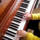 各位网友大家好,我是天爱的爸爸!为了天爱有更好的发展,我决定离开昆明,前往一线城市——深圳。有在深圳或深圳附近的琴童家长想跟我学钢琴的可以私信我。我的教学方法比较特别,无论是初学还是有较高的程度都没关系,但一定要认真,三天打鱼两天晒网的就免了。#音乐##钢琴##热门#@美拍小助手