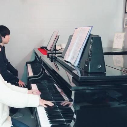 发个之前给学生讲肖邦《黑键》练习曲 视频。这两天学生才艺考完,希望她顺利进入四川U乐国际娱乐学院钢琴系。 教学法购买地址:https://weidian.com/s/363218639?ifr=shopdetail&wfr=c 你们有弹巴赫创意曲的朋友也可以购买我微店的巴赫创意曲集教学笔记。