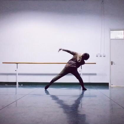 #舞蹈##现代舞即兴#痴迷一首歌 .